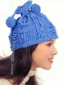 Женская вязаная шапка с помпонами