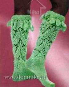 Зеленые носки, украшенные листиками