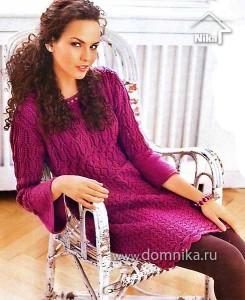Узорчатое платье в ягодных тонах