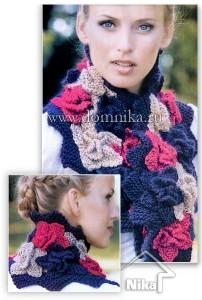 Красивый вязаный шарф с цветами