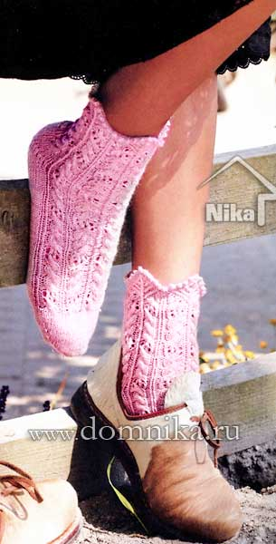 Узорчатые носки спицами