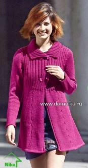Вязаное пальто брусничного цвета