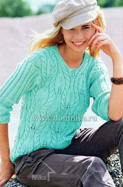 женщина в свитере связанном спицами