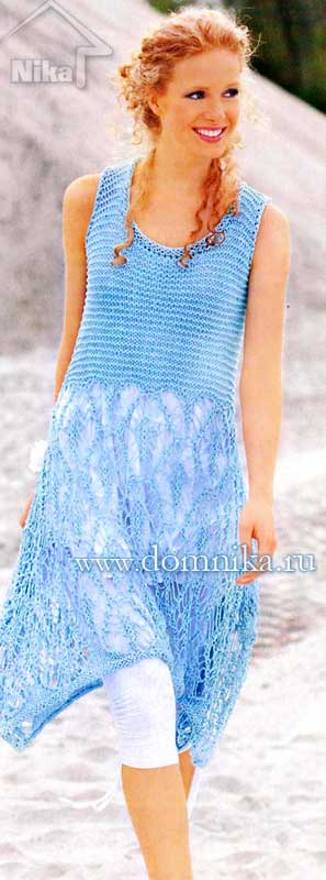 Голубое вязаное платье с ажурной юбкой