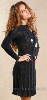 Черное вязаное платье спицами