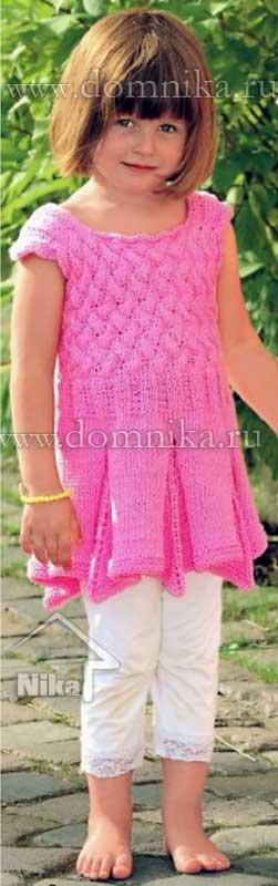 Вязание детского платья с плетеным узором