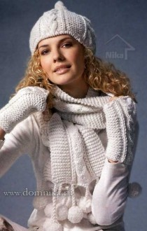 Белая вязаная шапка шарф варежки