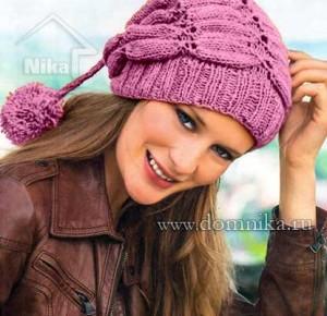 Вязаная шапка с узором из листьев