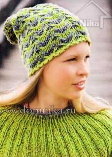 Женская шапочка полосатым узором
